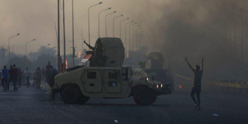 حظر للتجول في بغداد. والطلاب ينضمون للاحتجاجات