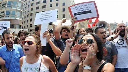 الامن اللبناني يطلق سراح 12 متظاهرا