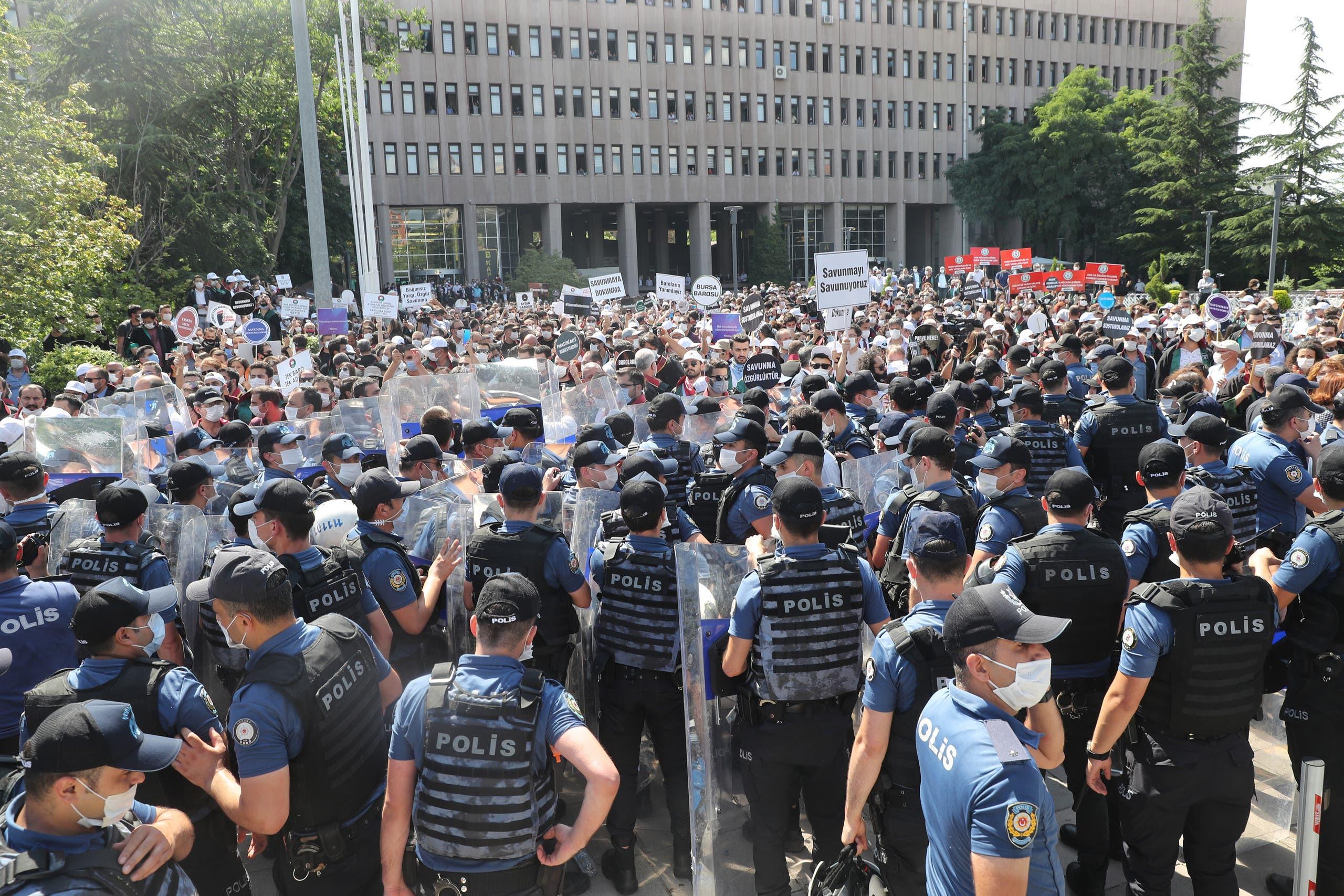 من مظاهرات المحامين في تركيا (فرانس برس)